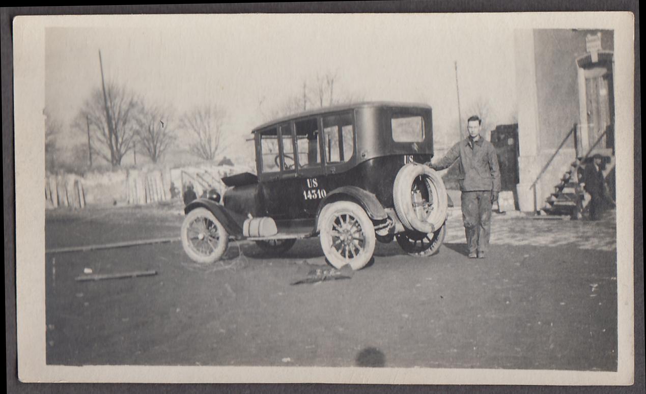 Doughboy & US Army staff car 1917-1918 Dodge US 14310 France snapshot ca 1918