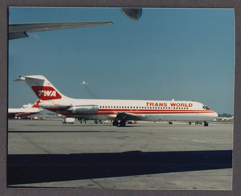 TWA Trans World Airlines Douglas DC-9-32 airliner on tarmac photo 1987