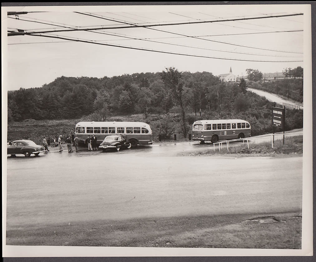 ACF #47 Fitchburg & Leominster Street Ry Bus vs Buick accident photo 1951 #2