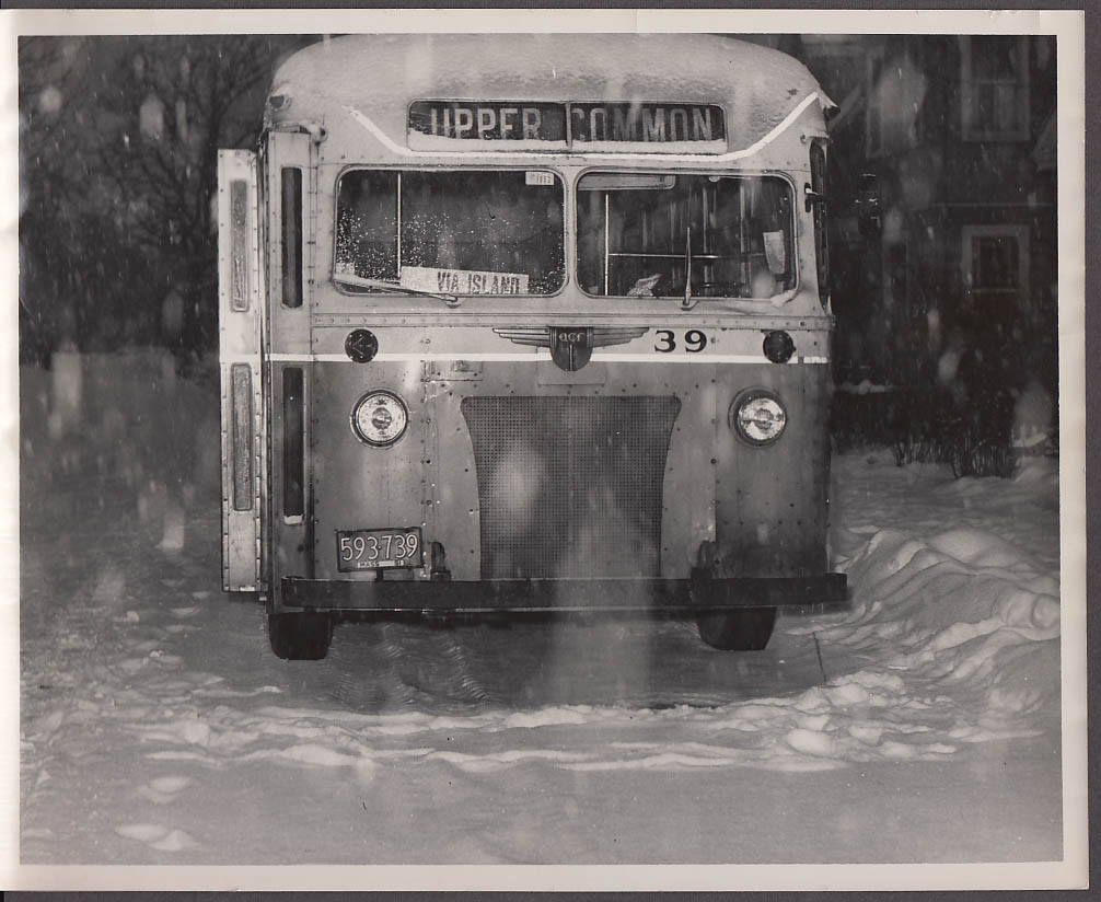 ACF #39 Fitchburg & Leominster Street Railway bus photo 1951 in snow