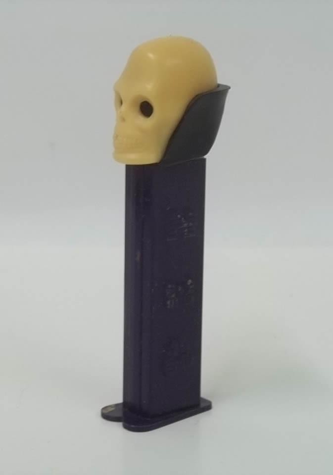 PEZ dispenser Halloween Skull in cream color 4.9 Made in Slovenia