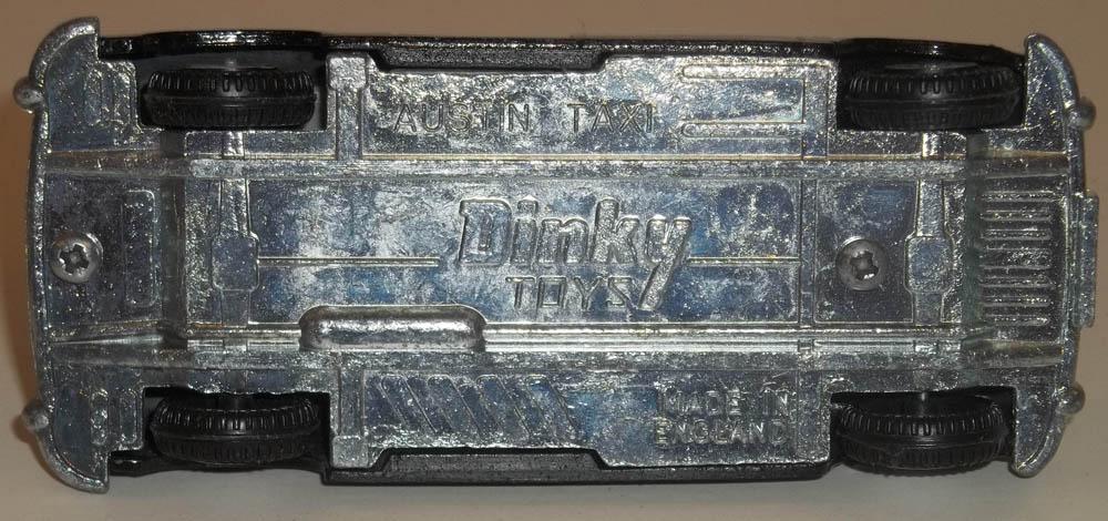 Dinky Austin Taxi #284-G opening doors 1972-1979