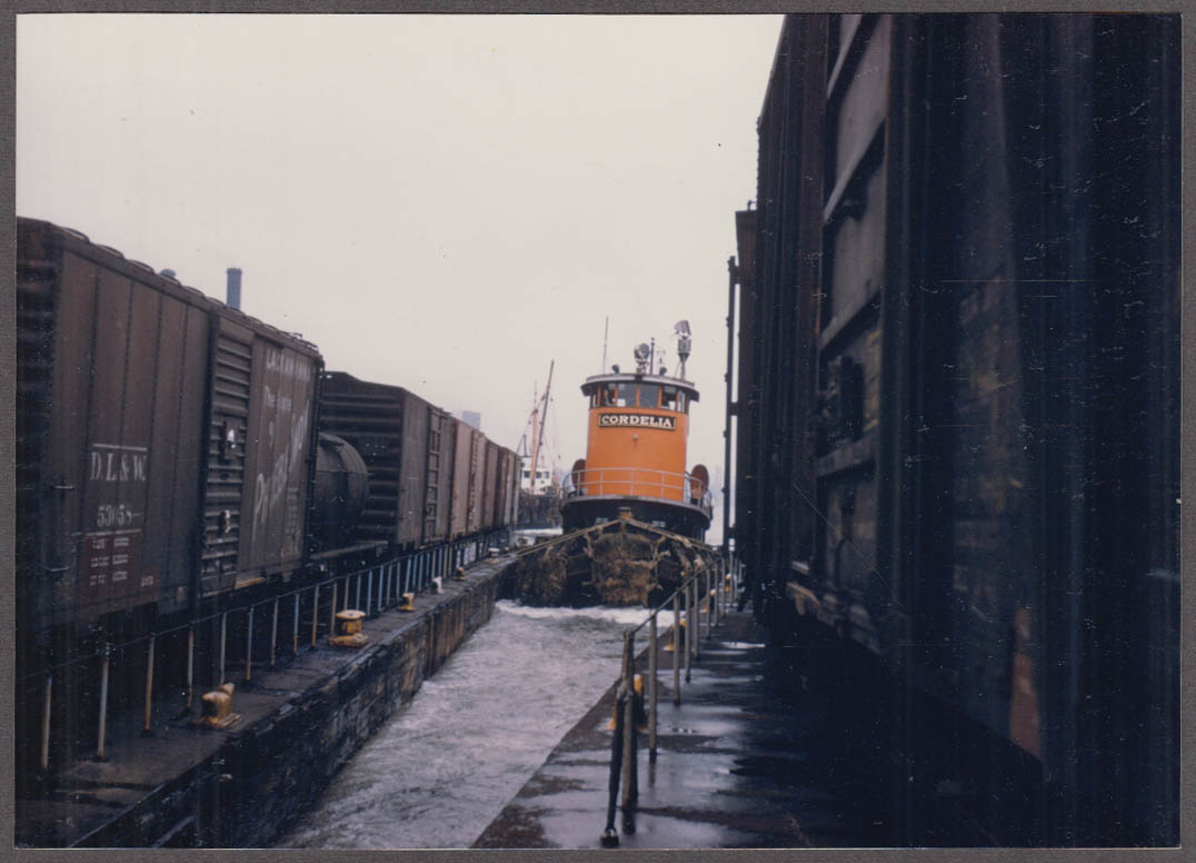 New York New Haven & Hartford RR Tugboat Cordelia nose in photo