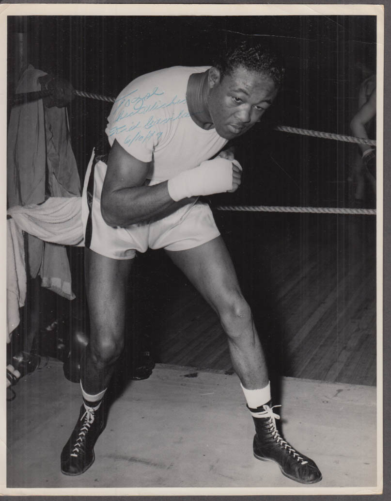 Image for SIGNED Welterweight Kid Gavilan boxing photograph 1949
