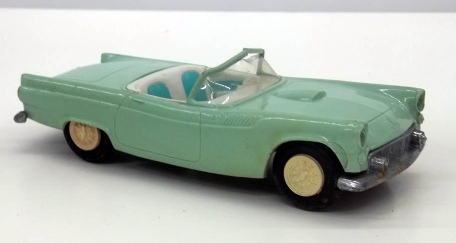 AMT 1955 Thunderbird friction motor 1/25-scale car