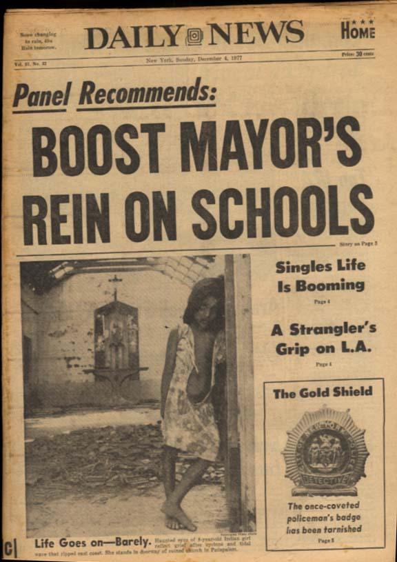 NY DAILY NEWS Sunday 12/4 1977 Gordie Howe; LA Hillside Strangler