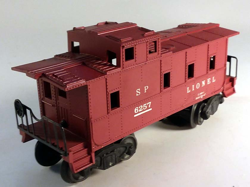 Lionel 6257 Southern Pacific red caboose in slightly worn box