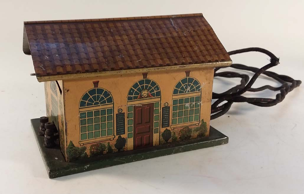 Lionel #127 O-Scale Lioneltown Metal Talking? Station with wiring - prewar