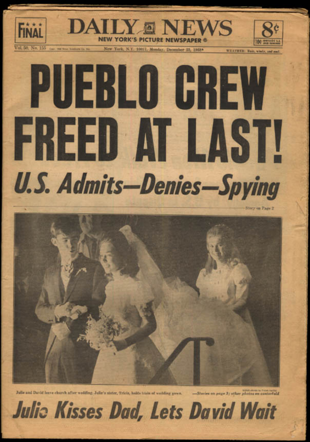 New York DAILY NEWS 12/23 1968 Pueblo Crew Free; Julie Nixon weds; Apollo 8
