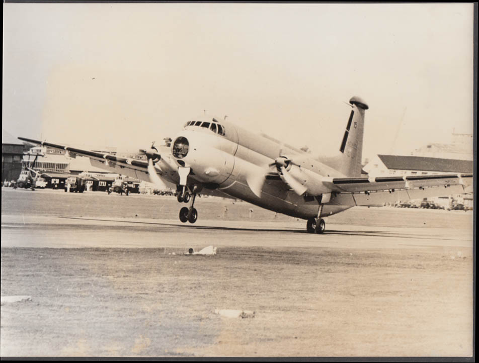 Breguet 1150 Atlantic on takeoff official manufacturer photograph 1067