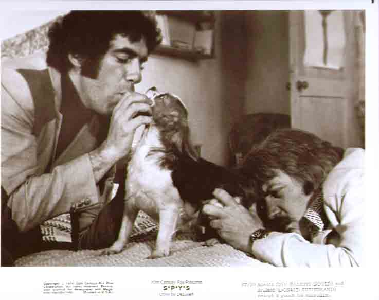 Elliott Gould Donald Sutherland dog S*P*Y*S 8x10 pic 20