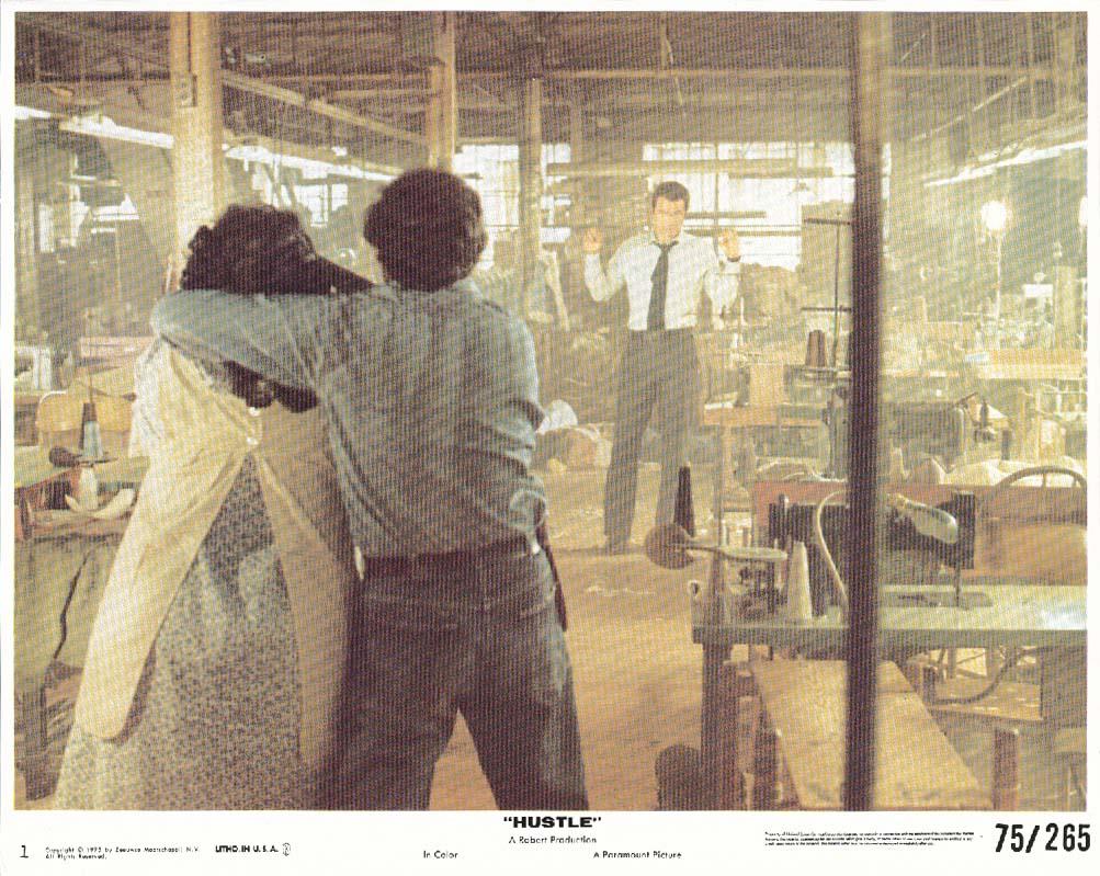 Burt Reynolds Hustle hostage scene lobby card 1975
