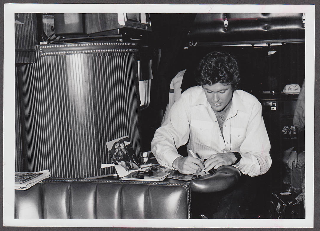 Image for TV actor David Hasselhoff signing autograph candid photo 1970s