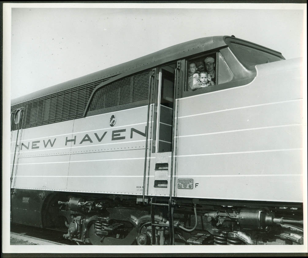New York New Haven & Hartford RR Alco PA-1 with kids waving from cab photo 1950s