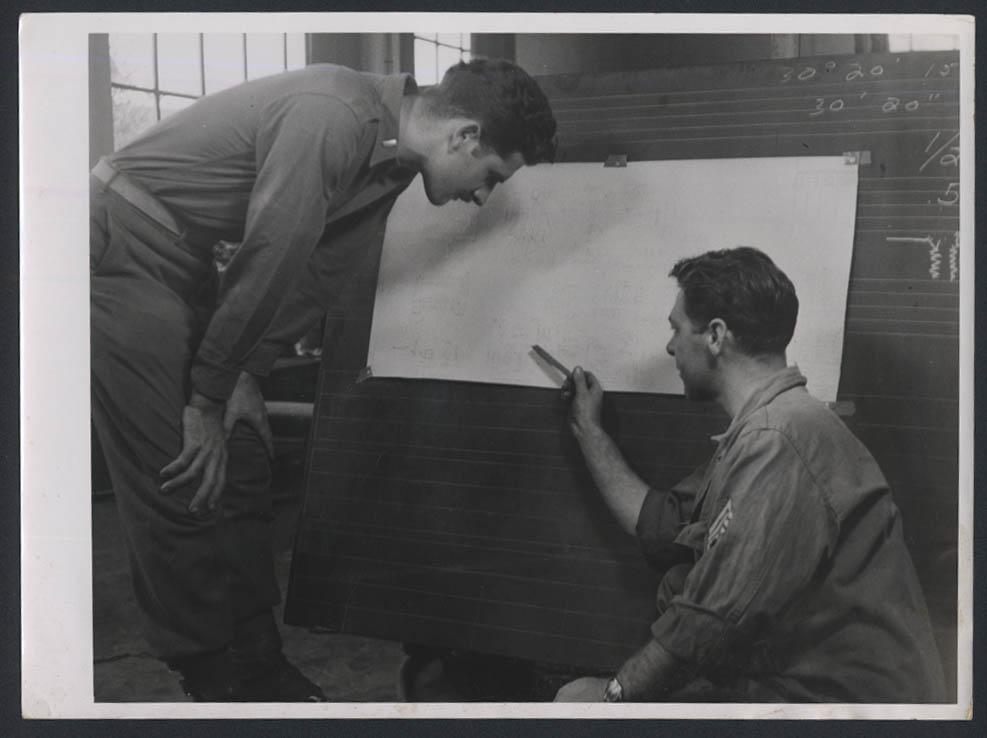 795th AAA BN Ack-Ack Ackademy Unit School photo 1945 Lt Wilkinson Sgt Schalnat