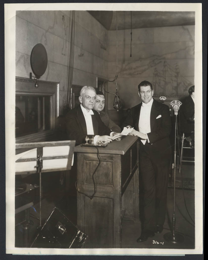 Gene Tunney & William Lyons Phelps Youth in / Voice of America news photo 1934