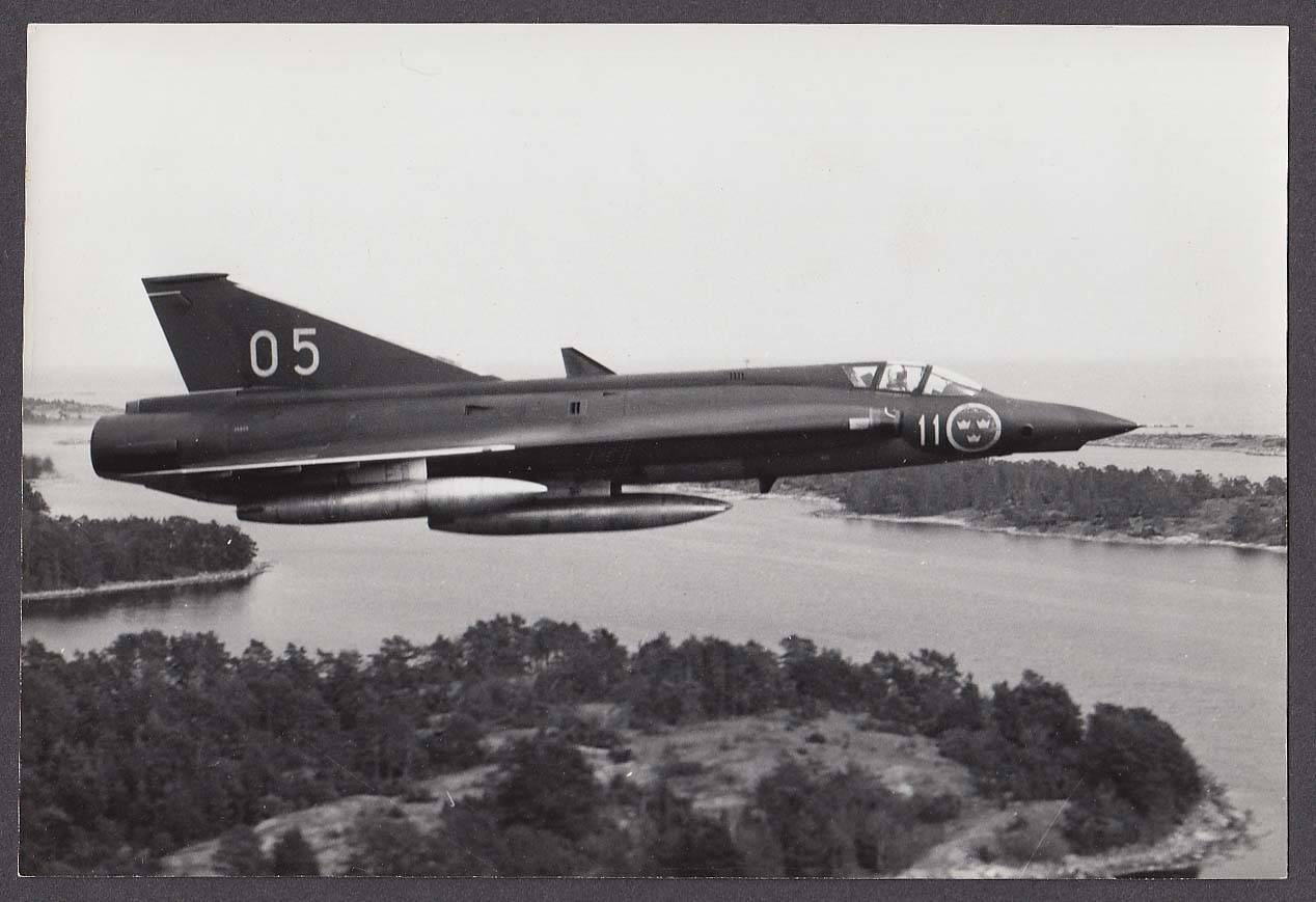 Swedish Air Force Saab Draken low altitude flight photo 1970s
