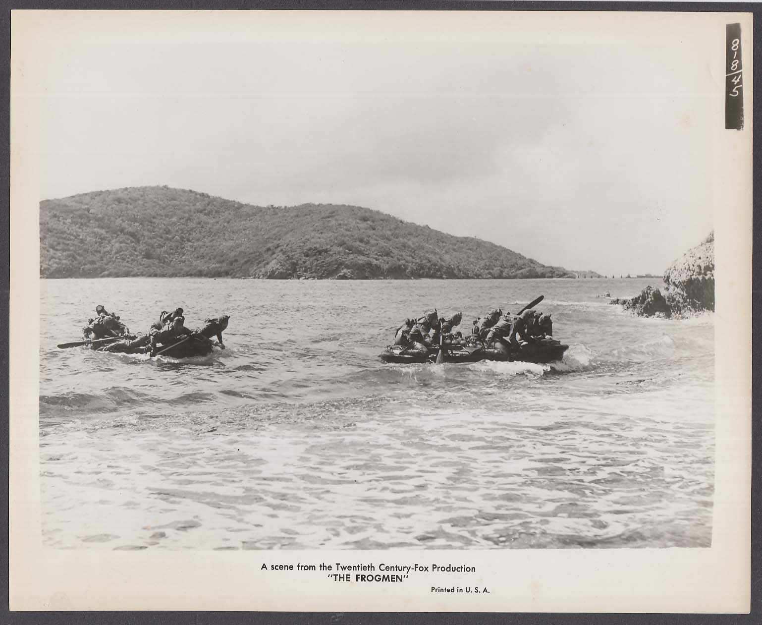 Raiders approaching beach in rafts The Frogmen 8x10 photo 1951
