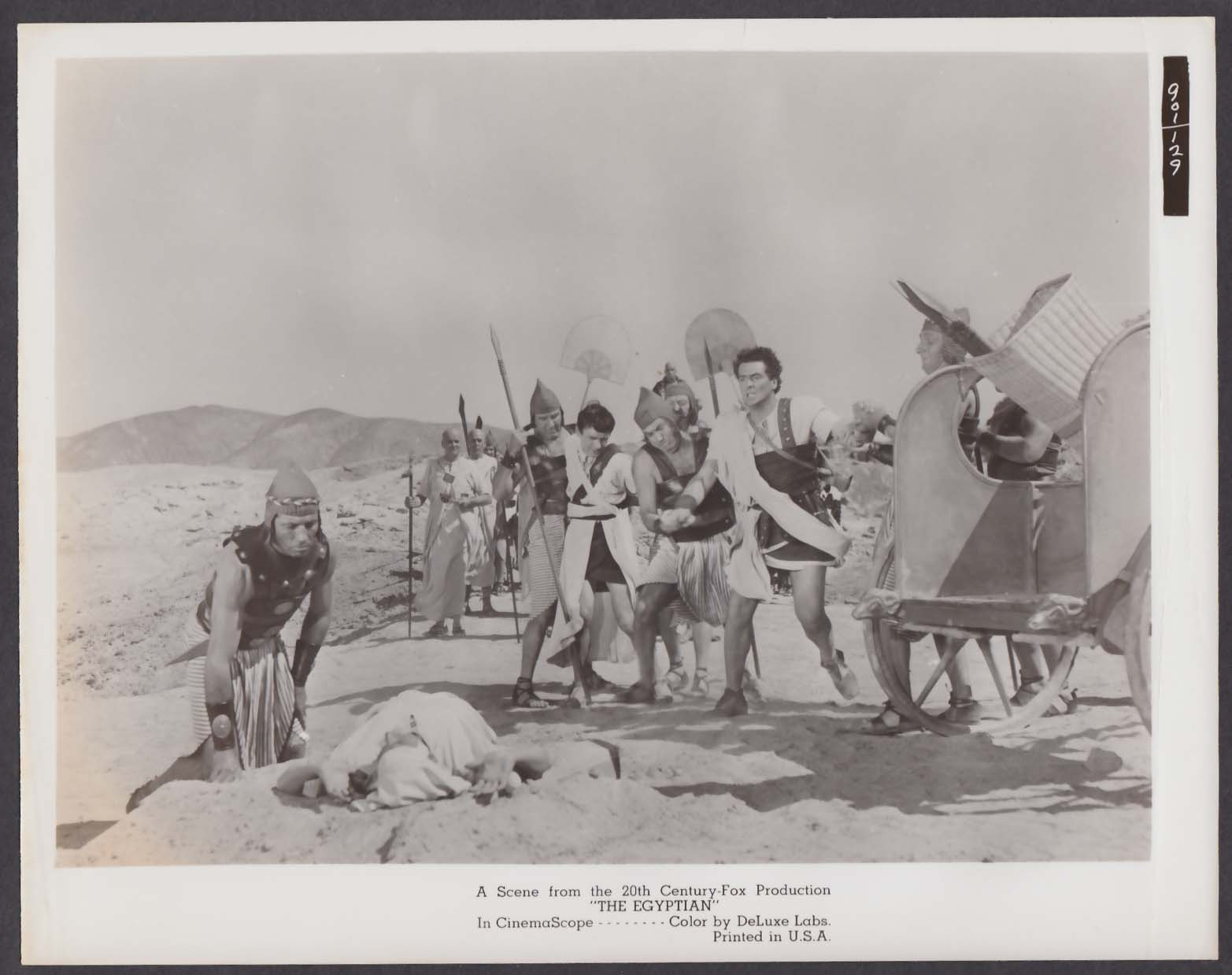 Edmund Purdom Victor Mature accosted by guards The Egyptian 8x10 photo 1954