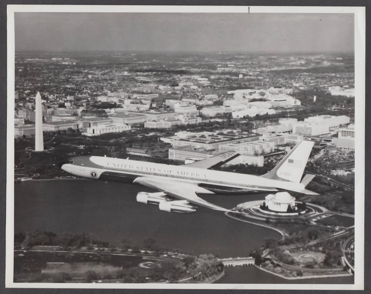 Image for VC-137 Spirit of 76 Air Force One over Washington DC 8x10 photo