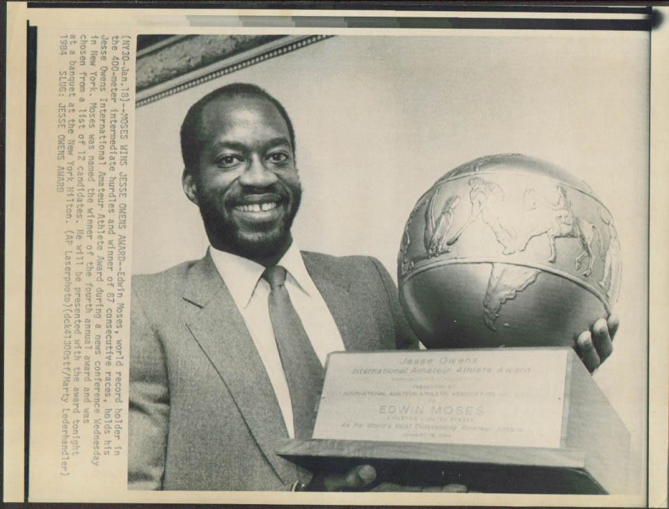 Edwin Moses wins Jesse Owens Award UPI laserphoto 1984