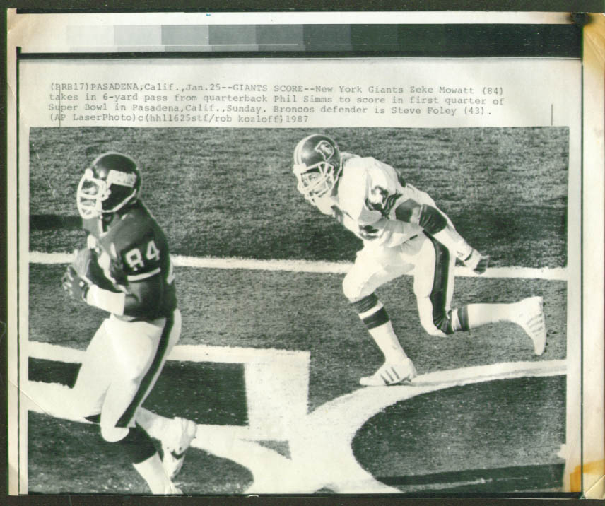 Giants Zeke Mowatt scores v Broncos Foley photo 1987