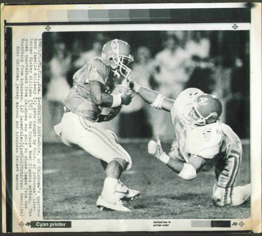 Arkansas LB Williams v Oklahoma QB Holieway Orange Bowl