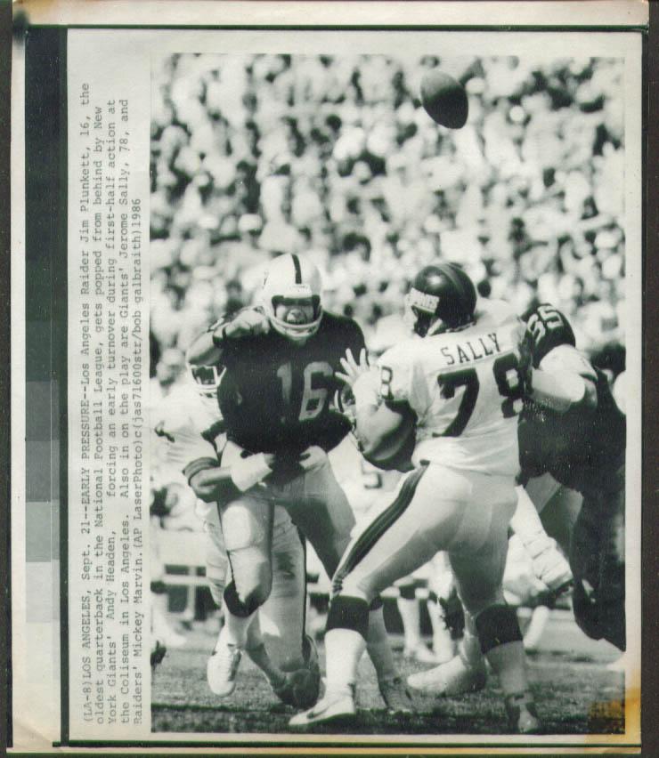 Raiders QB Plunkett fumbles v Giants Sally photo 1986