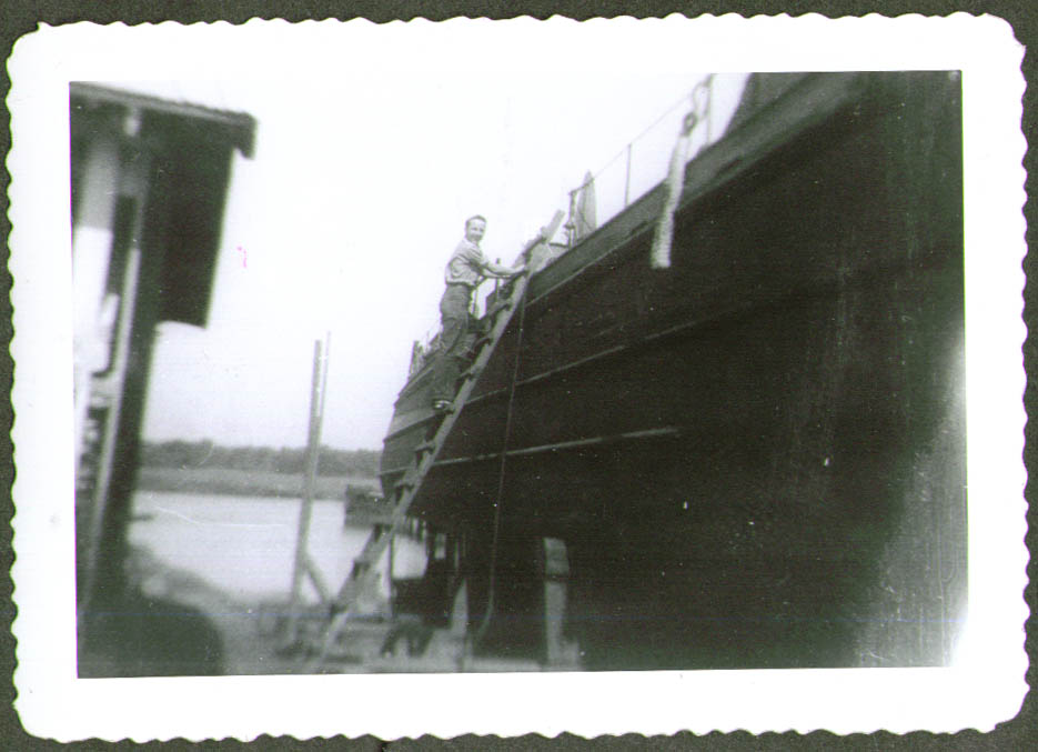 Crewman on drydock ladder USCG CG-83465 photo 1944