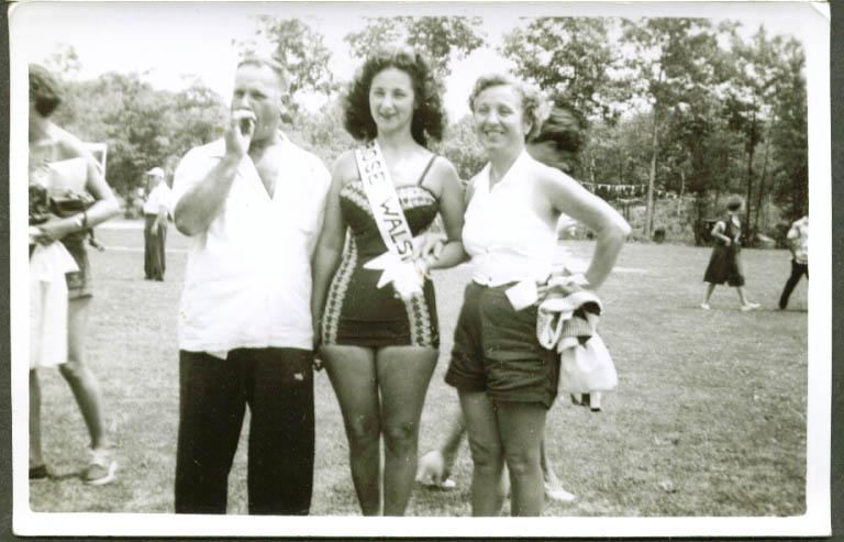 Bathing beauty Rose Walsh & parents? snapshot 1949