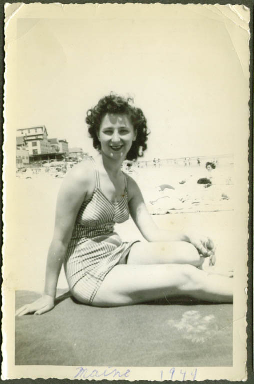 Bathing beauty Rose Walsh amateur snapshot 1944 ME #1