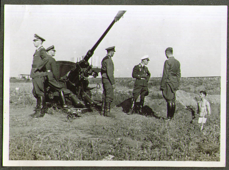 German antiaircraft demo for an officer WWII photo 1940s