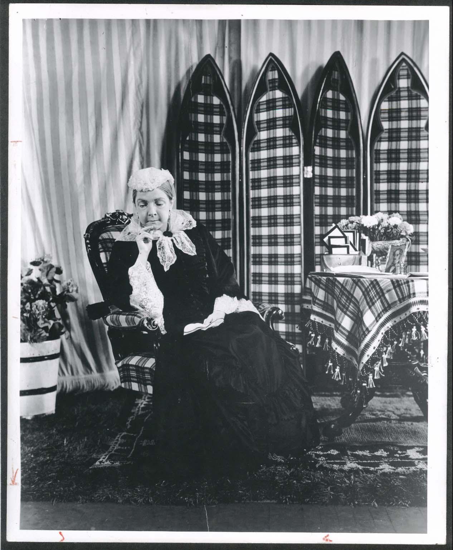 Image for Helen Hayes Robert Montgomery Presents Victoria Regina 8x10 photograph 1951