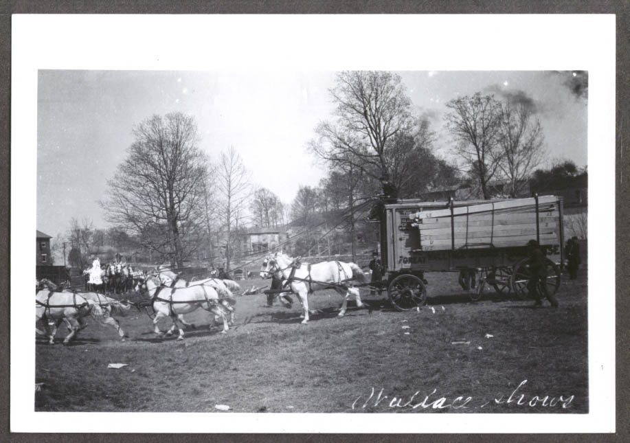 Bleacher wagon Hagenbeck Wallace circus photo 1905-6
