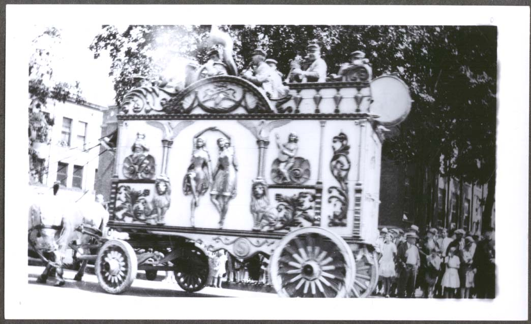 Sparks Circus Tableau Band Wagon in parade photo 1928