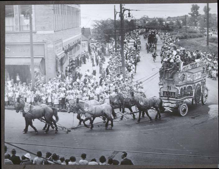 Cole Bros Asia Tableau Band Wagon on parade photo 1930s