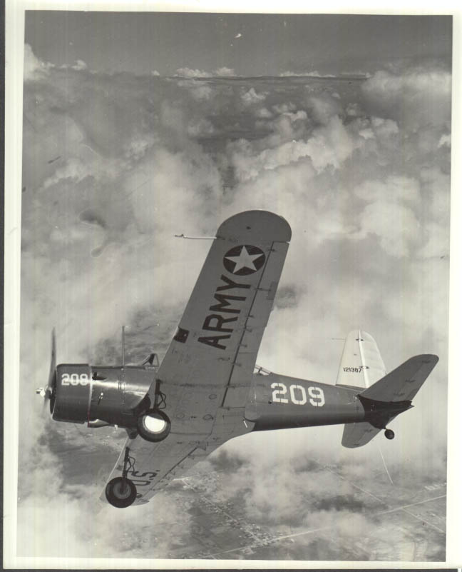 Image for Vultee B-13 Valiant USAAF Trainer #209 121387 from below photo 1940s