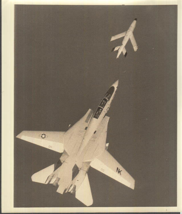 Image for Grumman F-14 Tomcat chases auto-pilot training target photo 1970s
