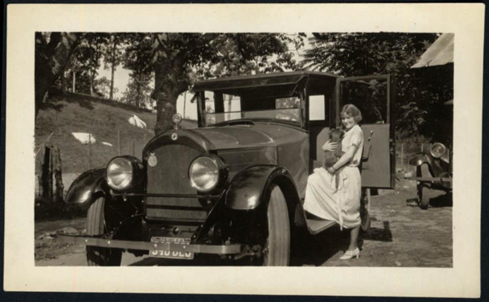 1920s sedan young girl & her dog NY plate 1923 vernacular photo