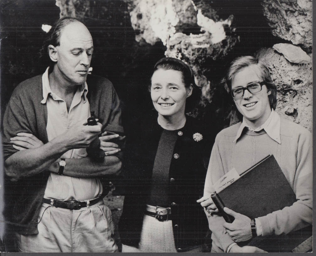 Roald Dahl Patricia Neal Alistair Reid on set The Road Builder photo 1970