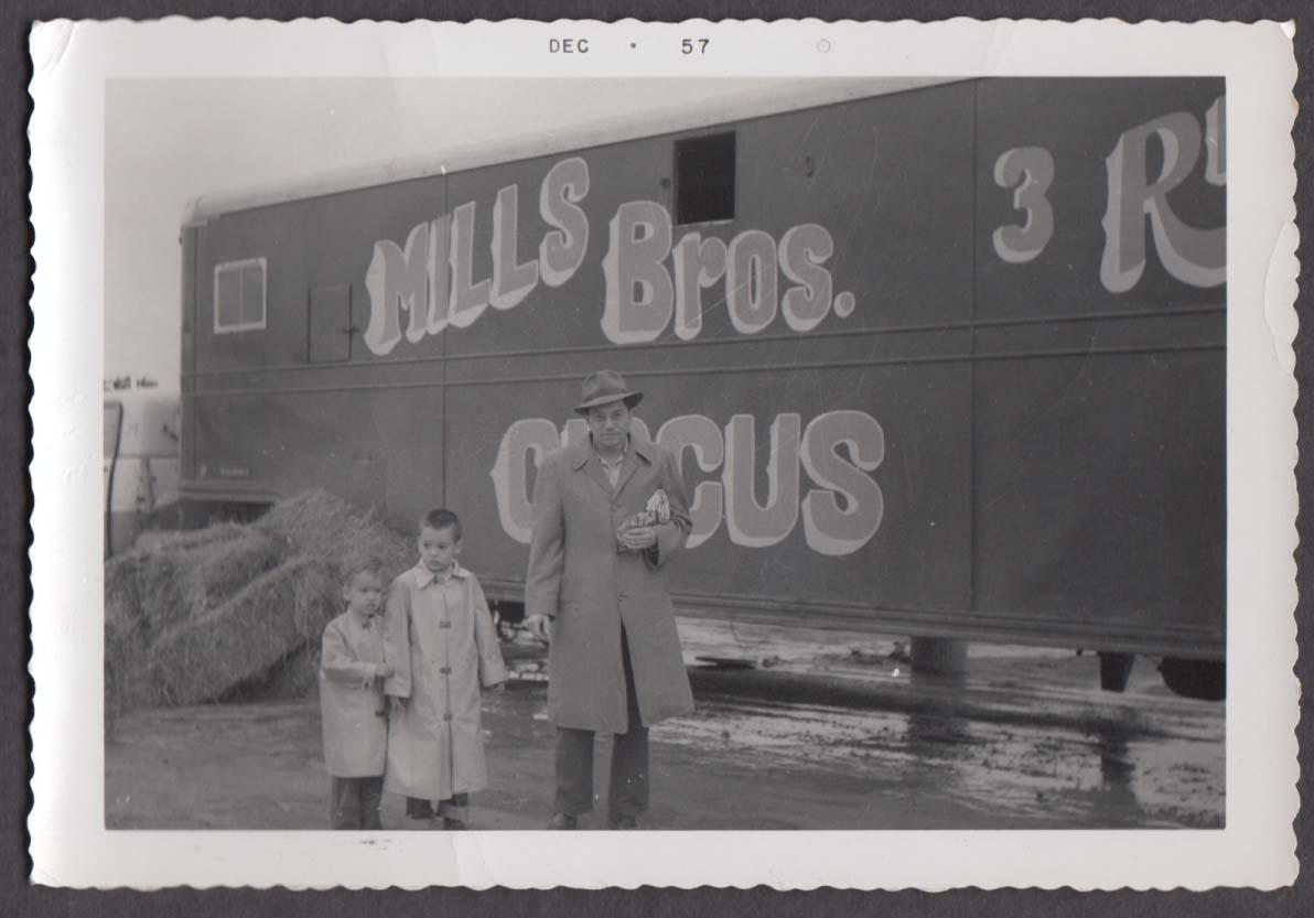Mills Bros Circus snapshot Father & 2 sons Royal Oak MI 5 1957