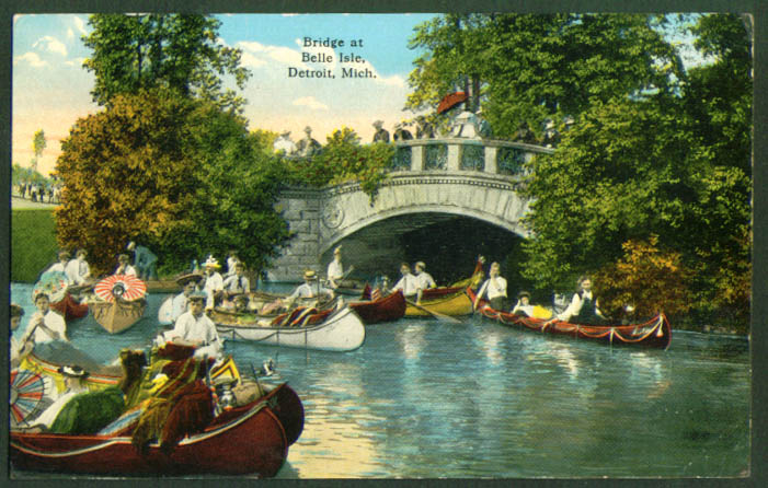11 canoes Bridge in Belle Isle Detroit MI postcard 1910s