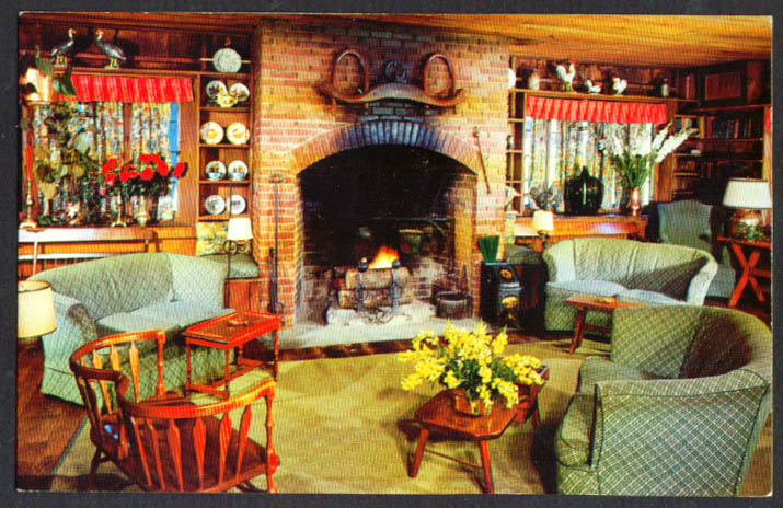 Cocktail Lounge Red Barn Westport CT postcard 1950s