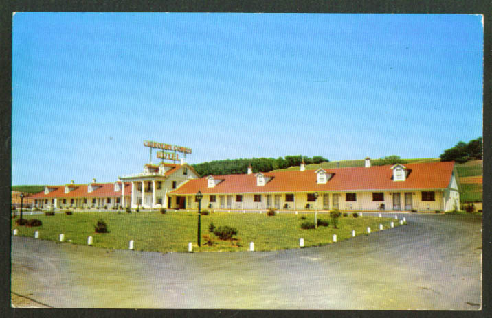 Crinoline Courts Motel Bedford PA postcard 1960