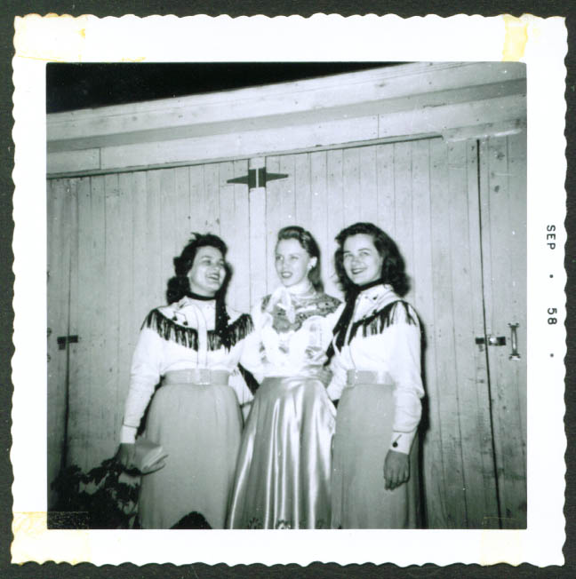 Cindy & Rainbow Sweethearts fan club backstage pic 1958