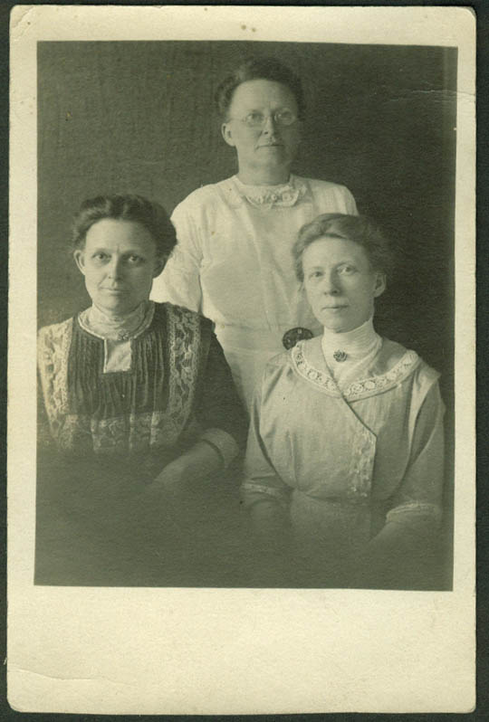 Mom, Aunt Sue and Aunt Nell Dewey RPPC postcard 1910s