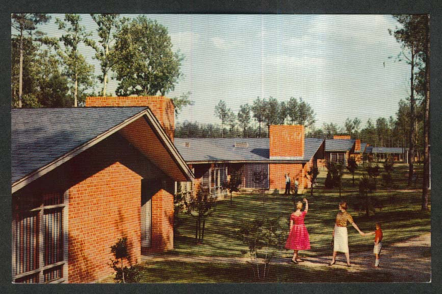 The Motor House & Cafeteria Colonial Williamsburg VA postcard 1950s