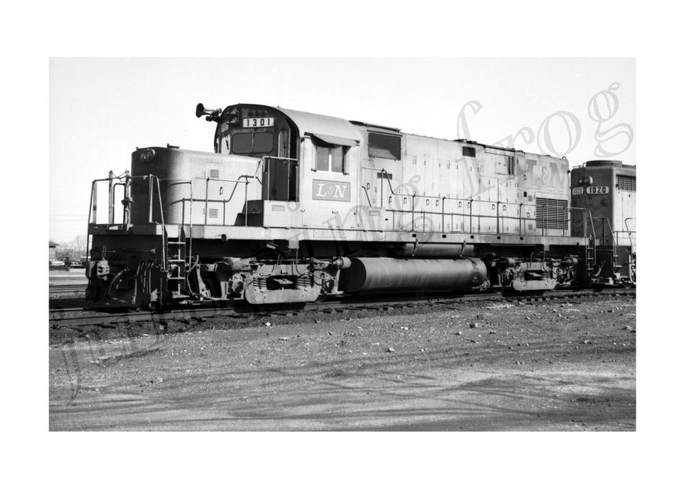 Louisville & Nashville RR diesel locomotive #1301 5x7