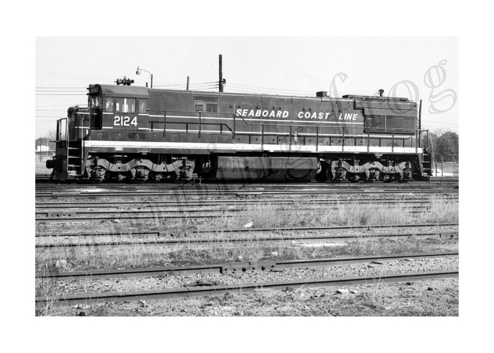 Seaboard Coast Line diesel locomotive #2124 5x7