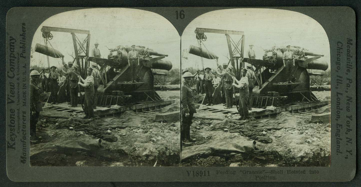 "Loading British Granny 15"" Howitzer World War I stereoview 1915"